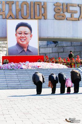 Bow at Kim Jong-il in Pyongyang